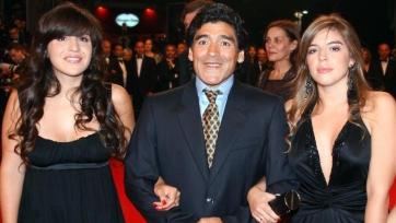 Марадона собирается подать в суд на собственных дочерей