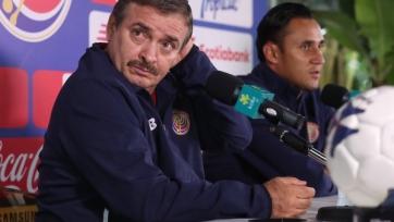 Вратарь «Реала» сбрил волосы с головы тренера Коста-Рики (видео)