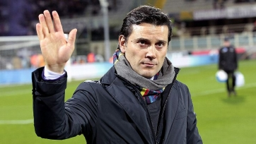 «Милан» не уволит Монтеллу, если команда проиграет «Интеру»