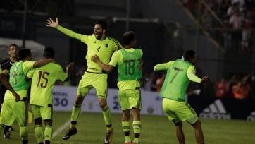 К игрокам сборной Венесуэлы перед матчем с Парагваем подослали проституток