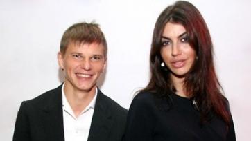 Жена Аршавина рассказала, насколько улучшила материальное положение за время отношений с футболистом