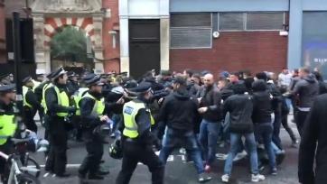 Фанаты «Ромы» устроили уличную драку с полицией Лондона (видео)