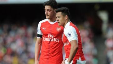 Источник: Озилу посоветовали дождаться истечения контракта с «Арсеналом», чтобы перейти в «МЮ»