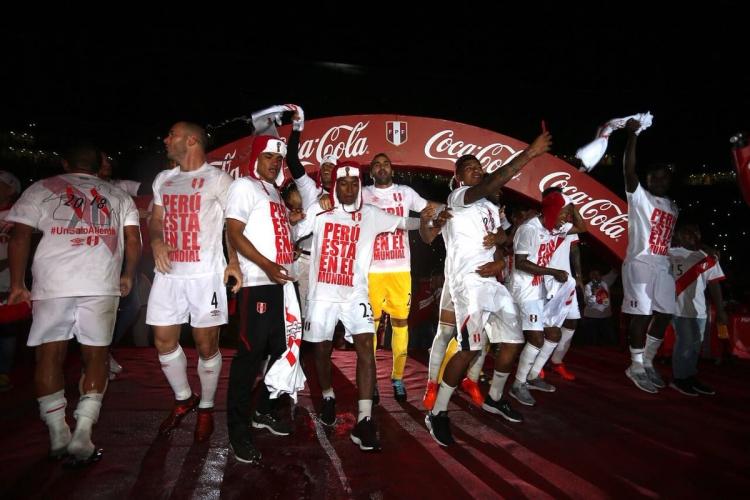 Сборная Перу отпраздновала выход на Чемпионат мира в шапках-ушанках (фото)
