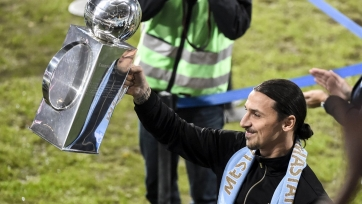 Ибрагимович вручил кубок чемпионов Швеции капитану «Мальмё» и нарушил регламент