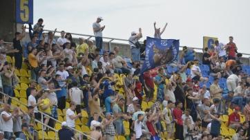 Болельщики «Луча-Энергии» накормили футболистов, которым не платят зарплату