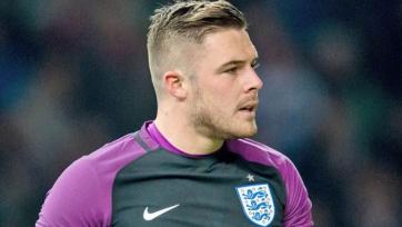 Вратарь сборной Англии сломал палец на тренировке