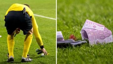 Фанаты «Баварии» забросали поле фальшивыми деньгами