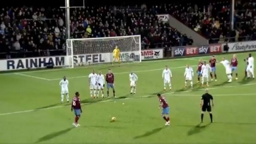 Игрок английского минора забил два гола с поразительной подкруткой (видео)