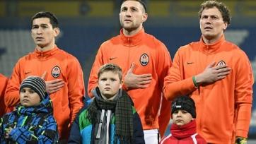 Украинские фанаты остановили автобус «Шахтёра» и попросили футболистов прояснить свою политическую позицию (видео)