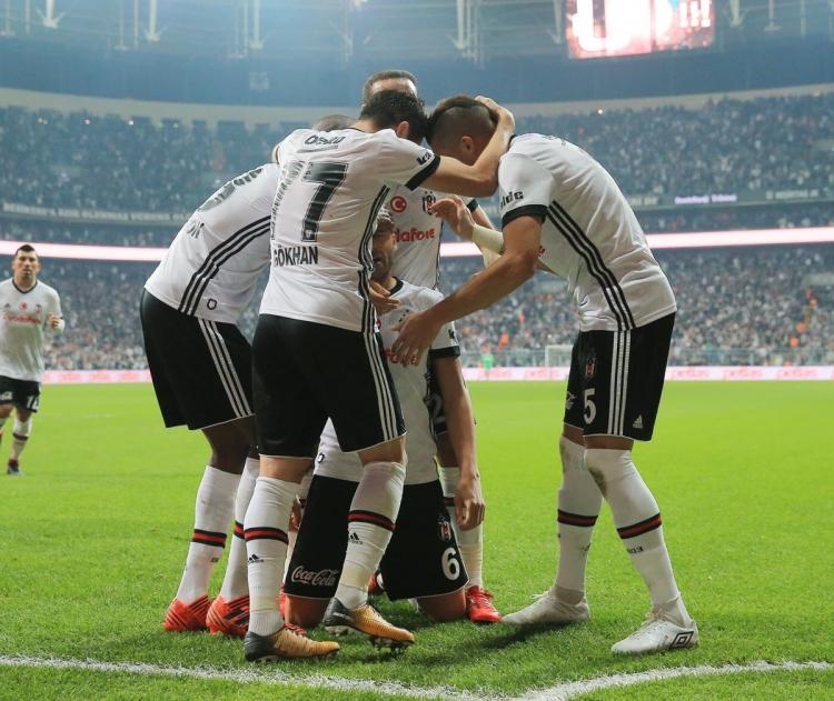 «Бешикташ» крупно победил «Галатасарай» в дерби