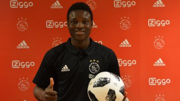 Официально: форвард сборной Буркина-Фасо стал игроком «Аякса»