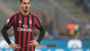 «Милан» может отдать в аренду Чалханоглу и Андре Силву