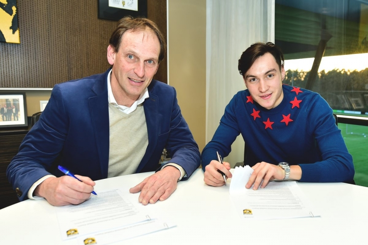 Караваев продолжит карьеру в голландском «Витессе»