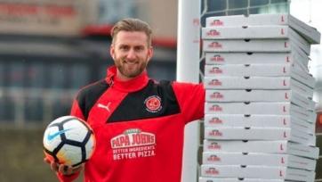 Кипер «Флитвуд Таун» получит годовой запас пиццы за то, что не пропустил в матче с «Лестером»