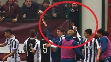 Полузащитник «Ювентуса» показал неприличный жест фанатам «Торино»