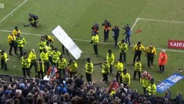 Фанаты «Манчестер Сити» разгромили трибуну после матча с «Уиганом»