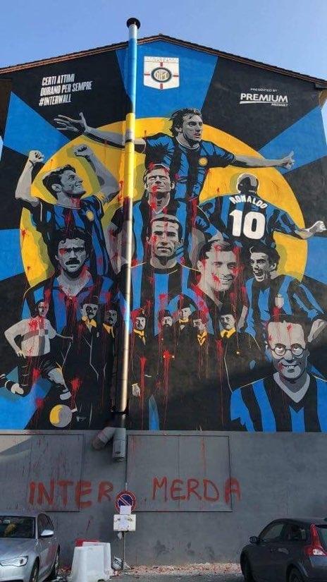 Болельщики «Милана» испортили граффити с легендами «Интера» (фото)