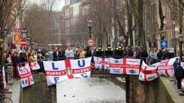 Английские фанаты напились и бросали бутылки в полицейских Амстердама