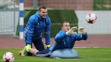 Стало известно, какой российский вратарь сыграет с французами с первых минут