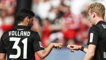 «Байер» разгромил «Айнтрахт» благодаря хет-трику Фолланда и другие результаты матчей Бундеслиги