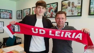 Официально: «Лейрия» заключила контракт с 18-летним белорусом
