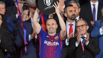 Игроки и тренеры «Барселоны» отблагодарили Иньесту долгими аплодисментами (видео)