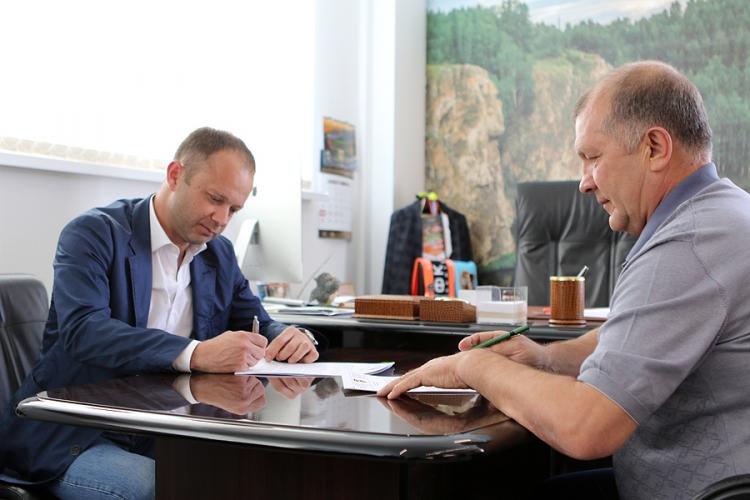 Парфёнов подписал контракт с «Уралом»