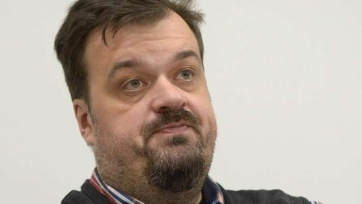 Уткин затроллил Черчесова из-за решения по Комбарову