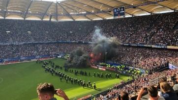 Фанаты «Гамбурга» сорвали концовку матча с «Боруссией», «динозавры» впервые вылетели из Бундеслиги