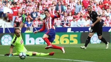 «Атлетико» вдесятером сыграл вничью с «Эйбаром», Торрес оформил дубль