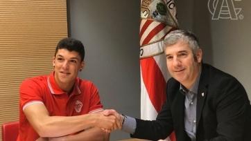 Официально: «Атлетик» подписал защитника, которым интересовалась «Барселона»
