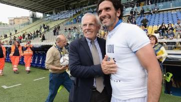 Официально: Лукарелли завершил карьеру футболиста