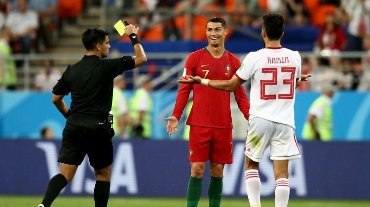 Надо было свистеть фол на Роналду. Мнения об ударе Криштиану по лицу иранца