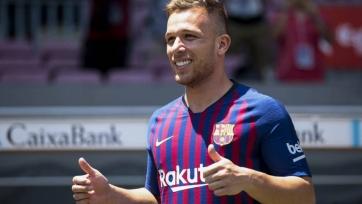 Артур забил первый гол за «Барселону» красивым пушечным ударом (видео)