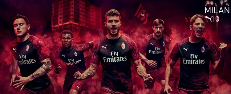 «Милан» презентовал 3 комплект формы
