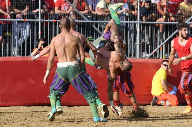 Флорентийский футбол – самый брутальный спорт в мире. Жестче, чем MMA (история+фото)