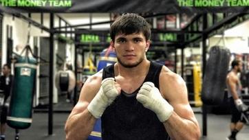 Непобежденный казахстанский боксер провел спаринг с бывшим соперником «Канело»