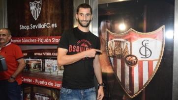 Официально: Гоналон продолжит карьеру в «Севилье»