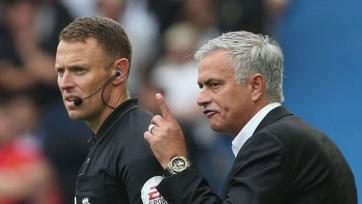 Невилл: «Моуринью не терял контроль над раздевалкой «Юнайтед»