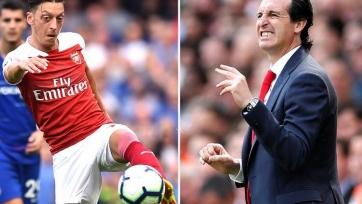 В «Арсенале» разгорается конфликт между Озилом и Унаи Эмери