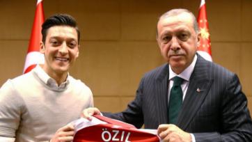 Глава Немецкого футбольного союза объяснил, почему болельщики ополчились на Озила