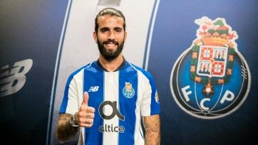 Официально: Оливейра продлил контракт с «Порту»