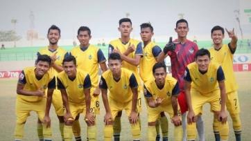 В Индонезии футболисты попытались учинить расправу над арбитром (видео)