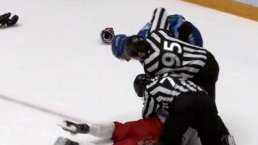 Защитник «Барыса» подрался с нападающим «Витязя» на последней минуте матча КХЛ