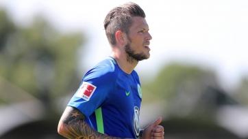 Нападающий «Вольфсбурга» травмировал колено в матче с «Ганновером»
