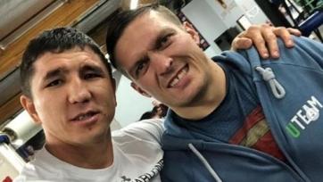 Казахстанские боксеры тренируются с абсолютным чемпионом мира