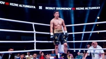 Трое казахстанских боксеров проведут бои в Академии Мэйвезера