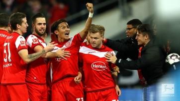 Дортмундская «Боруссия» сенсационно проиграла «Фортуне», «Вольфсбург» одолел «Штутгарт»