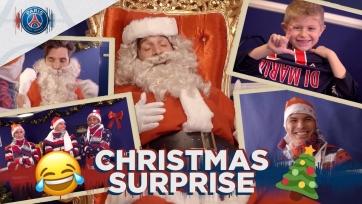 Буффон в роли Санта-Клауса и другие футболисты «ПСЖ» поздравили детей с Рождеством. Видео